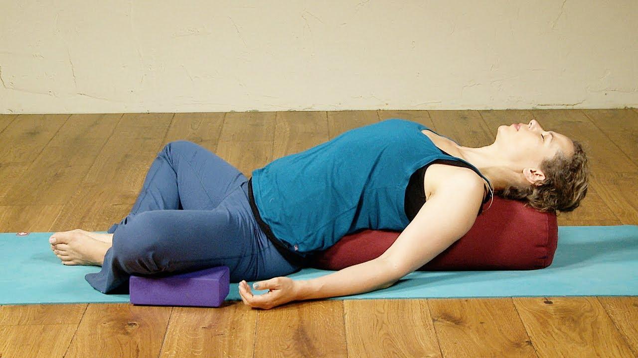 Introductie Restorative Yoga voor yogadocenten- met Diana van der Gaast